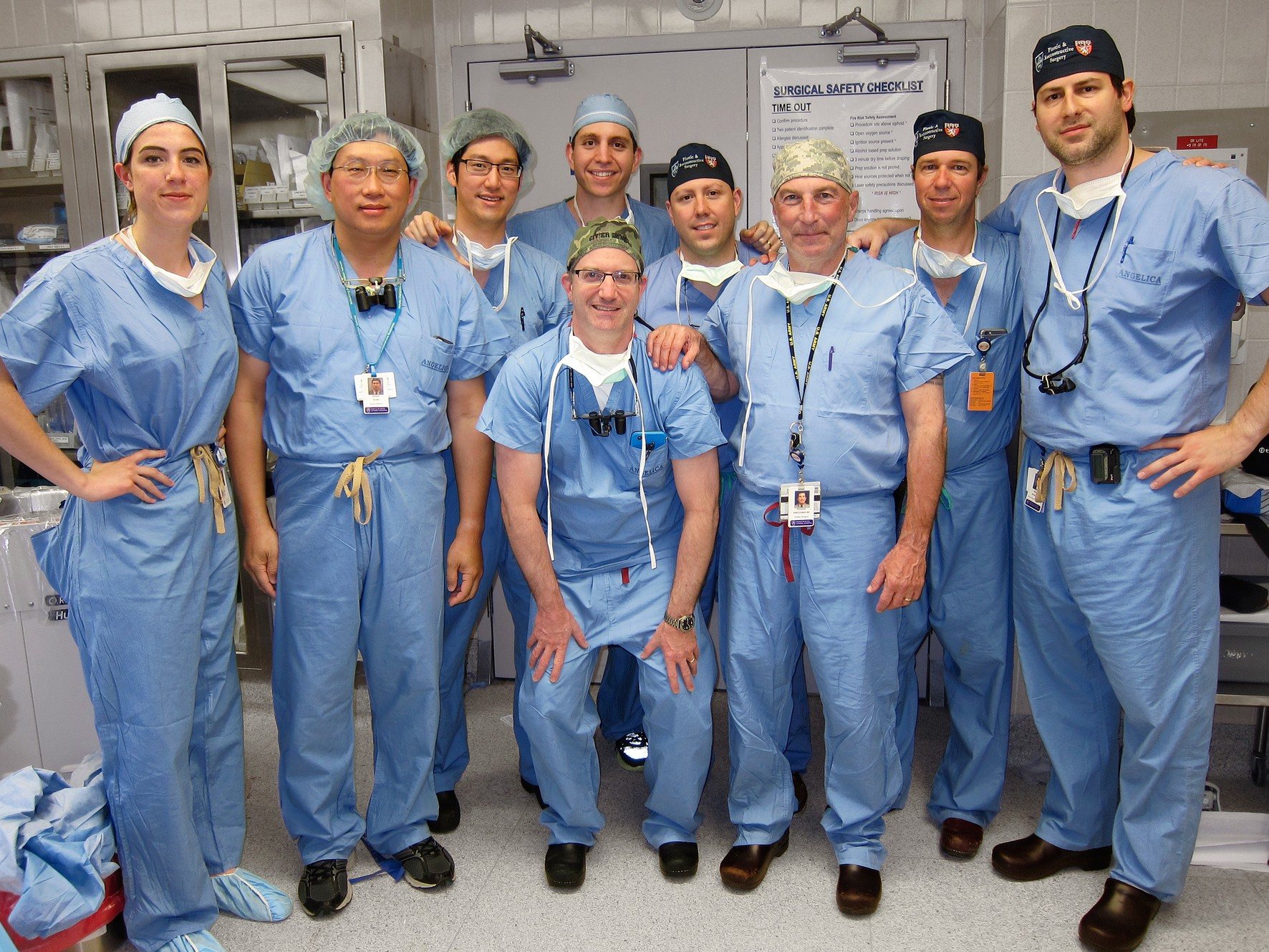 Команда хирургов, которые провели операцию