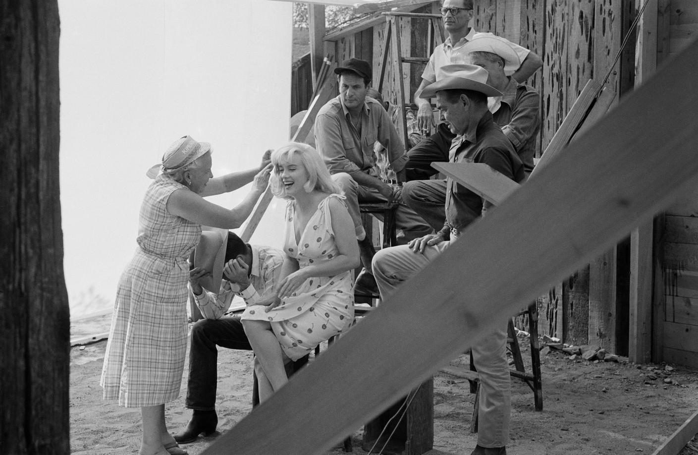 Кроме Эрнста Хааса съемки документировали еще восемь фотографов, втом числе Анри Картье-Брессон иЭллиотт Эрвитт.