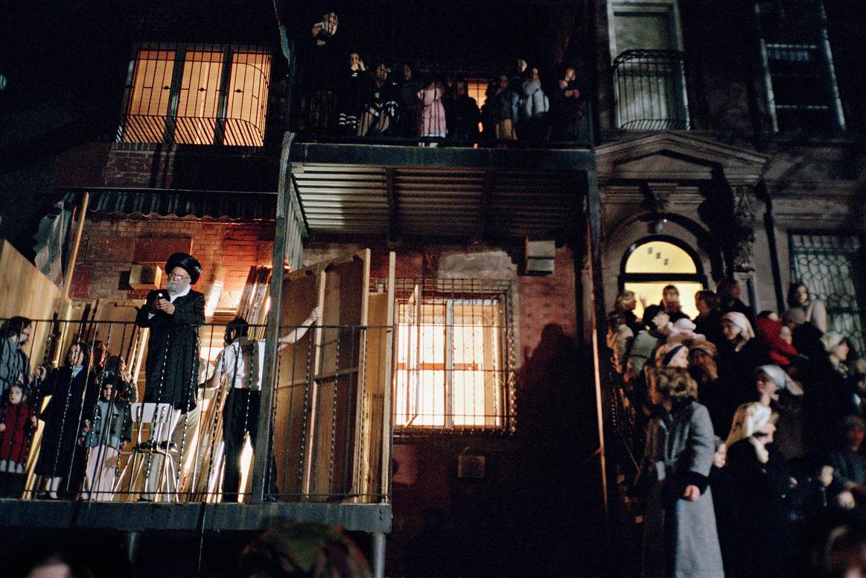 Хьюс-стрит впоследнюю ночь праздника Суккот, который отмечается 8 дней.