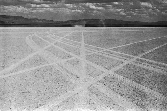 Высохшее озеро, где снимались заключительные сцены фильма, сейчас обозначается накартах как равнина Неприкаянных.