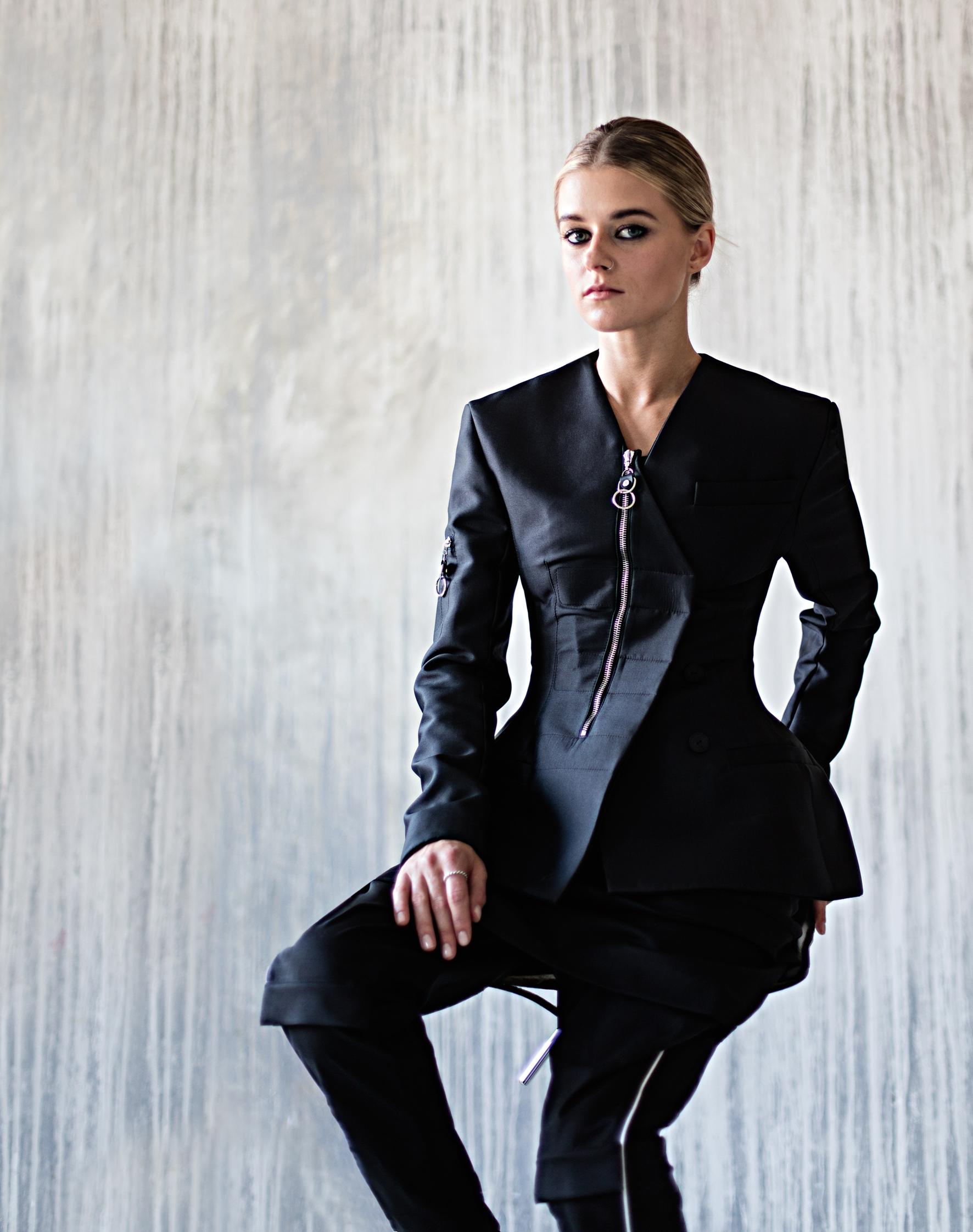 НаАлене: пиджак, брюки, LOUIS VUITTON