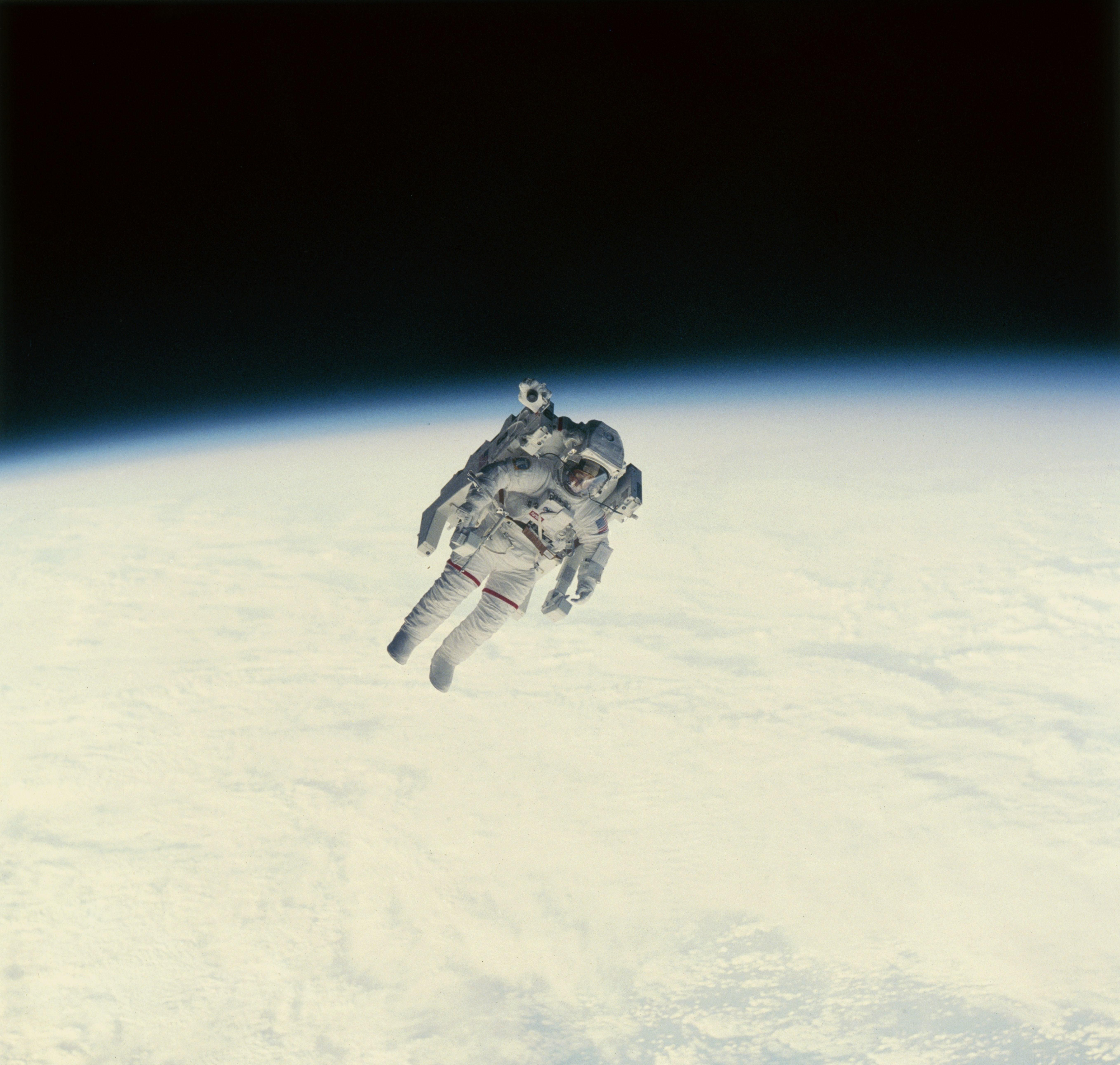 Bruce McCandless II During An Extravehicular Activity On February 7, 1984. For The First Time, An Astronaut Uses The Manned Maneuvering Unit (MMU) During A Spacewalk. His Movement Is Propelled By Gaseous Nitrogen And Controlled By His Hands.Кредит: