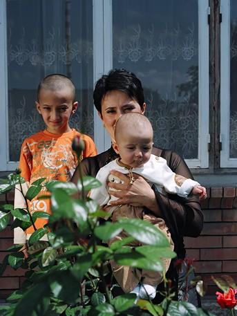 Ацамаз Мисиков, 9 лет. Ирина Мисикова, 36 лет. Эльбрус Мисиков, 1 год