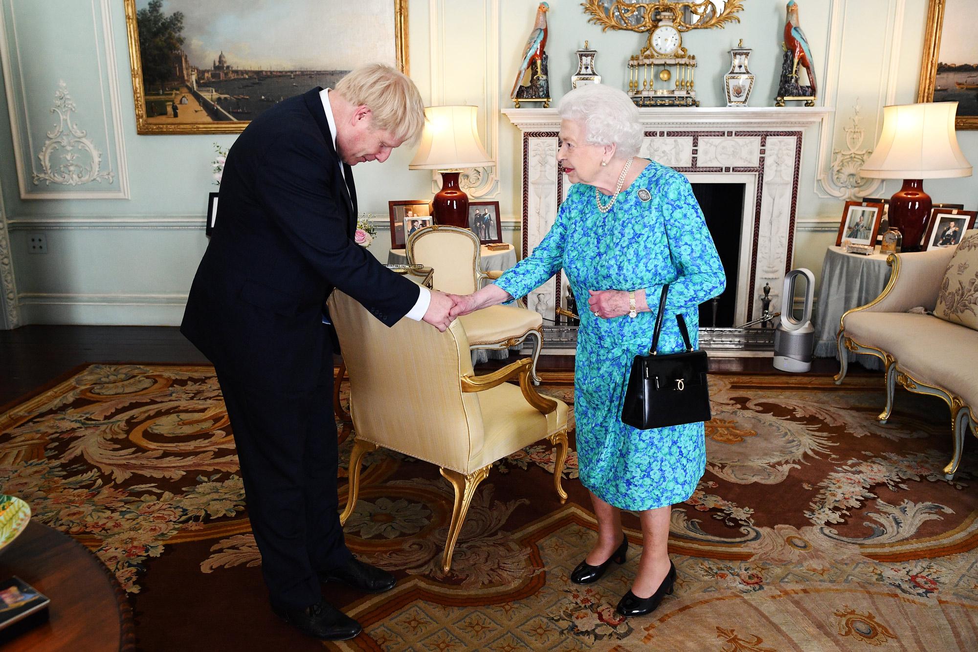 Королева Елизавета II иБорис Джонсон вБукингемском дворце, июль 2019 года