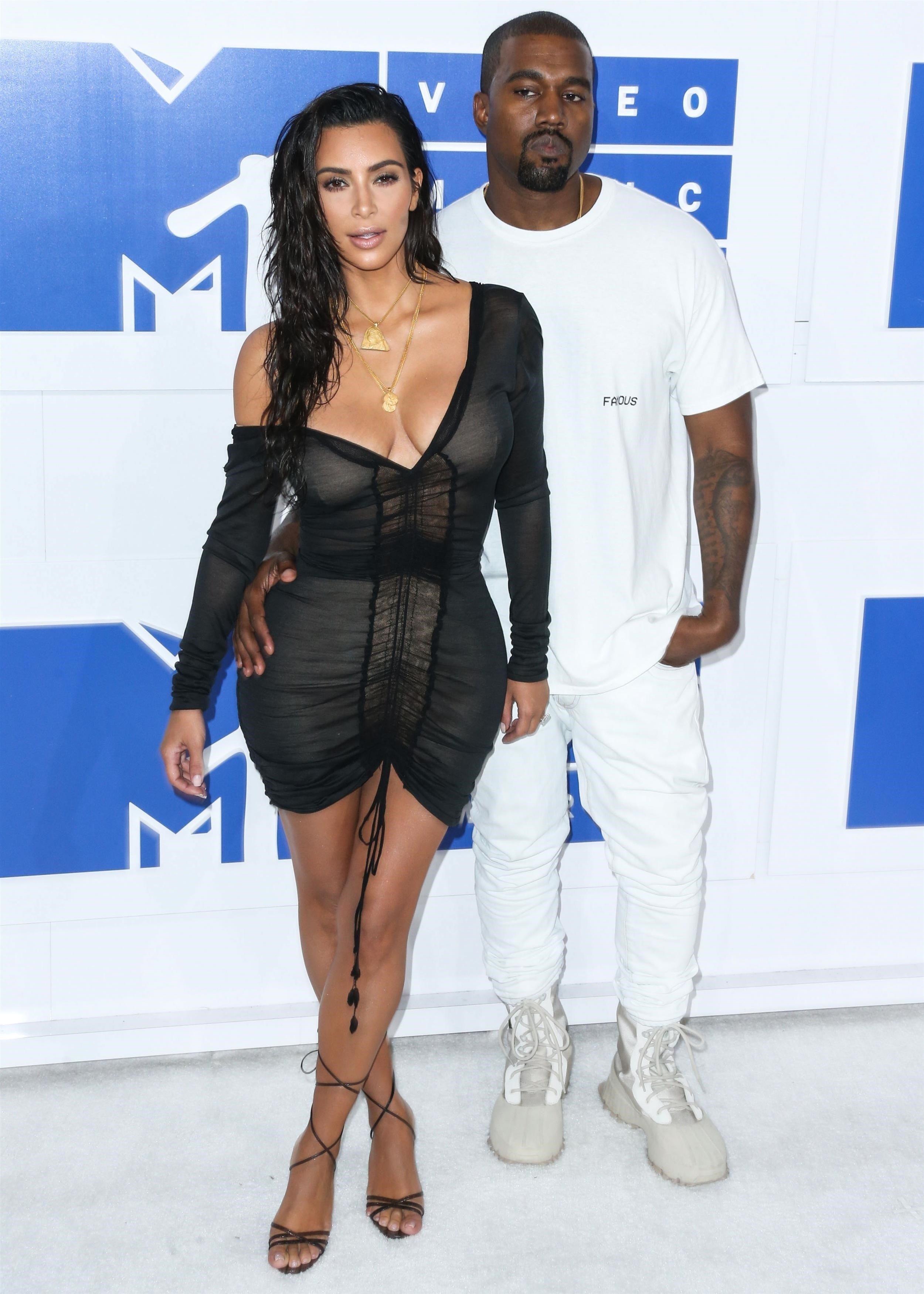 Kim Kardashian West And Husband Kanye West Arrive At The 2016 MTV Video Music Awards Held At Madison Square Garden On August 28, 2016 In Manhattan, New York City. **FILE PHOTOS** **SHOT ON 08/28/2016** КРЕДИТ Backgrid USA/Legion Media