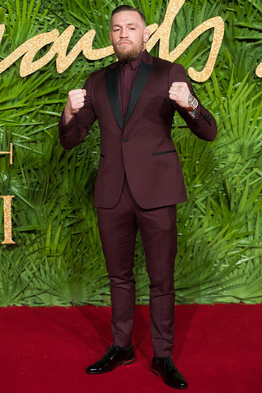 В костюме Versace нацеремонии вручения премии Fashion Awards 2017