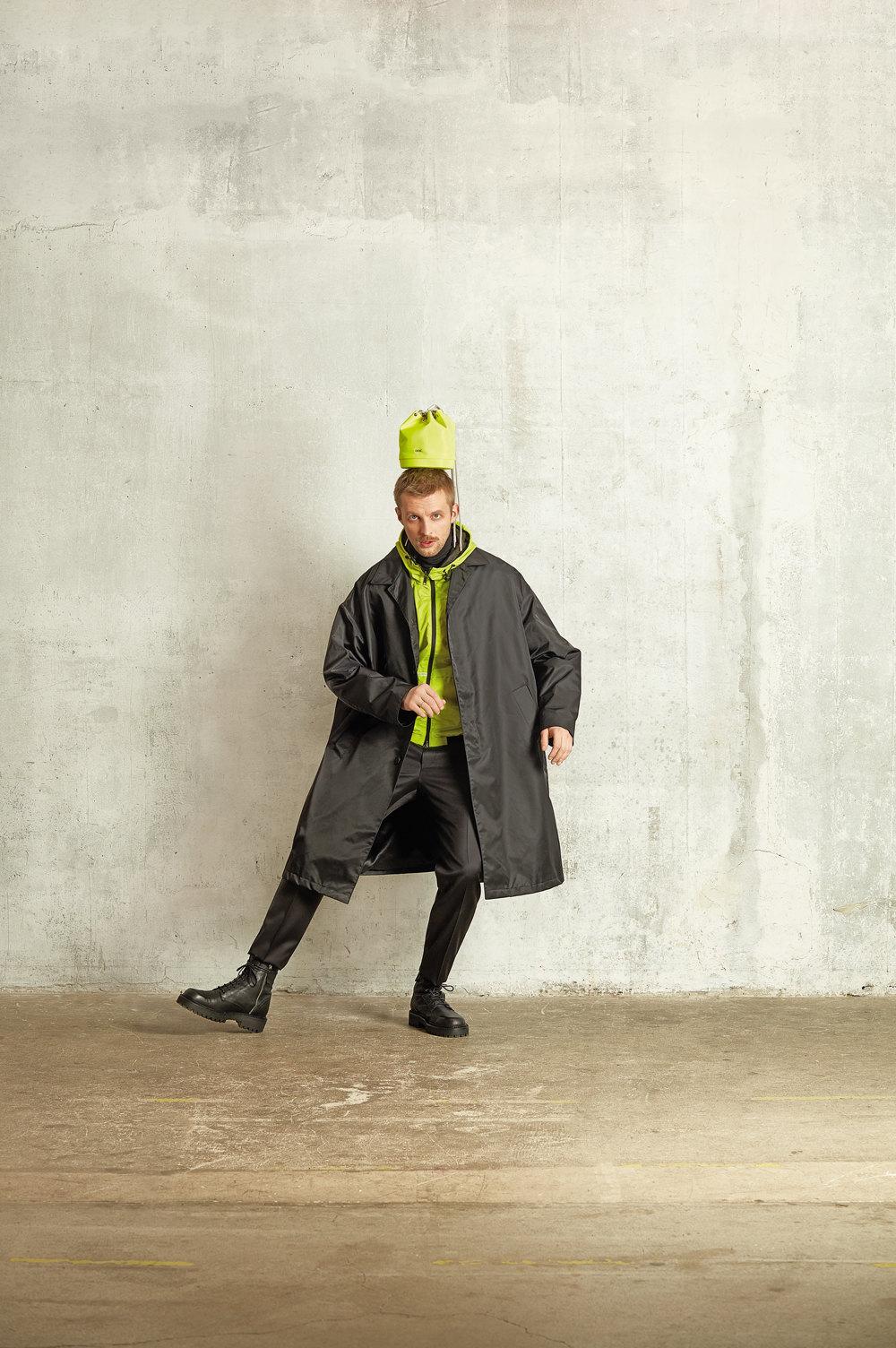 Сумка Dior Men Водолазка CanaliКуртка Armani ExchangeМакинтош PradaБрюки Dolce & GabbanaБотинки Vic Matie