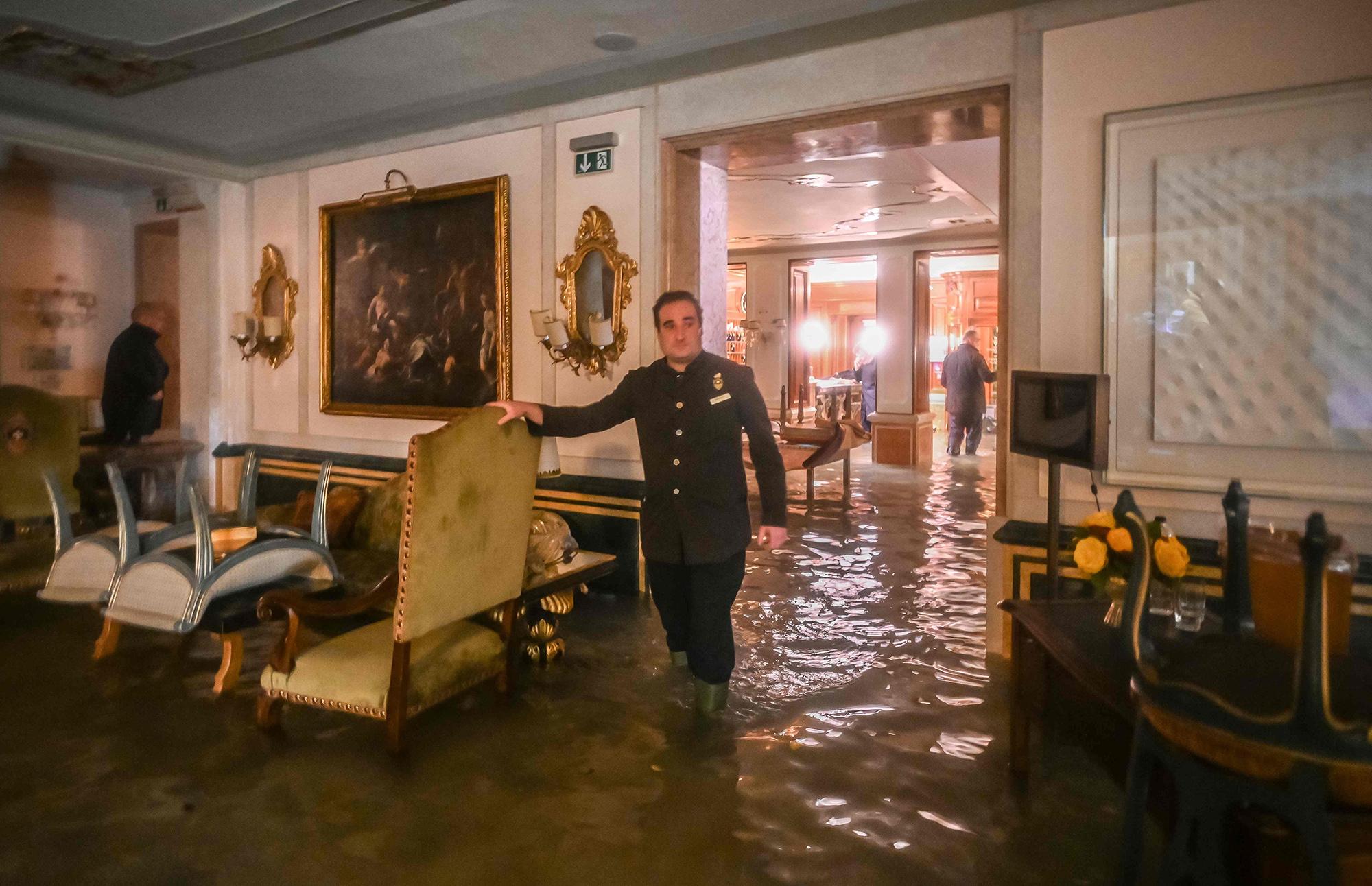 Комната взатопленном отеле Gritti Palace