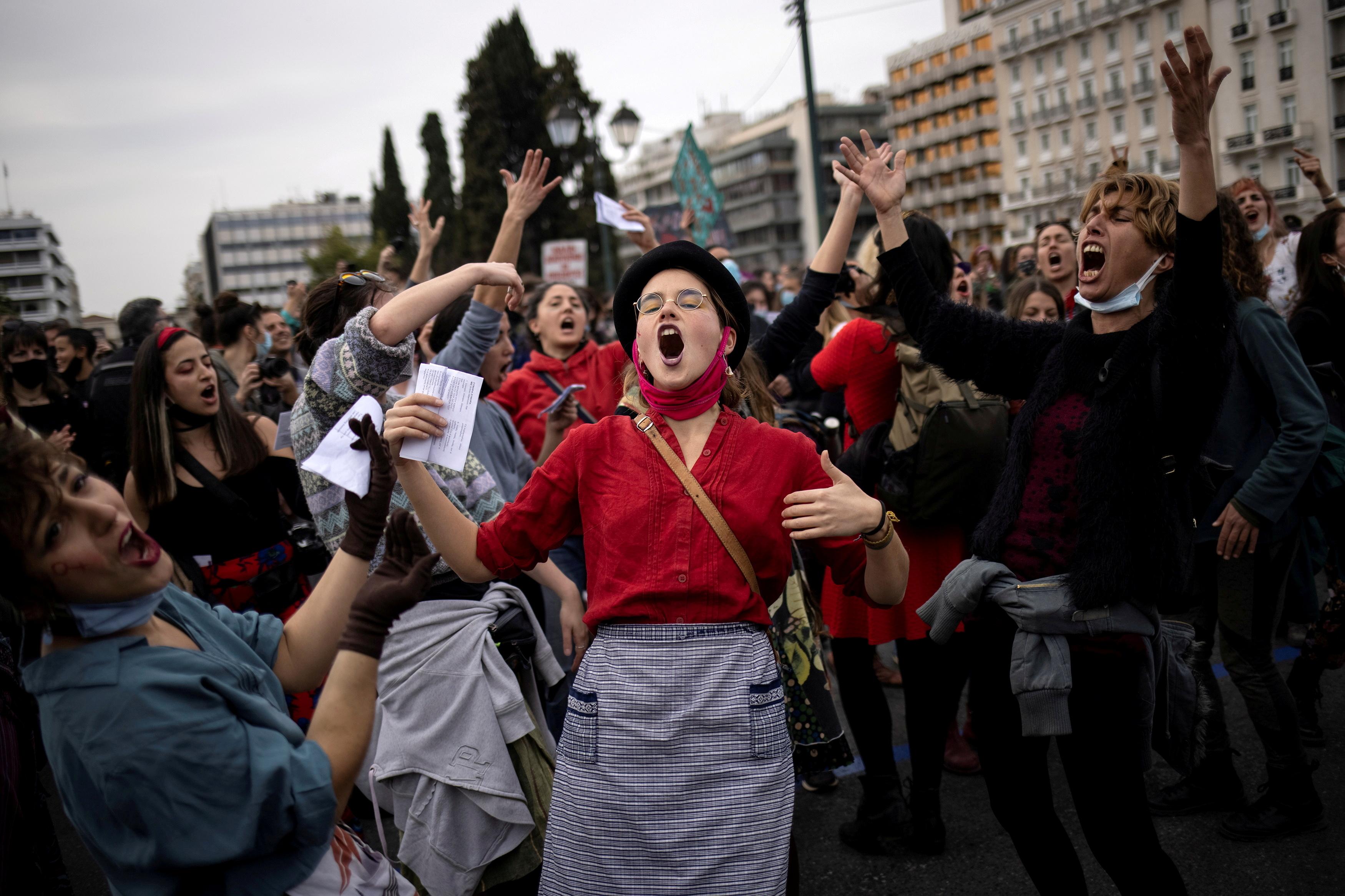 Демонстрация напротив здания парламента вАфинах, Греция
