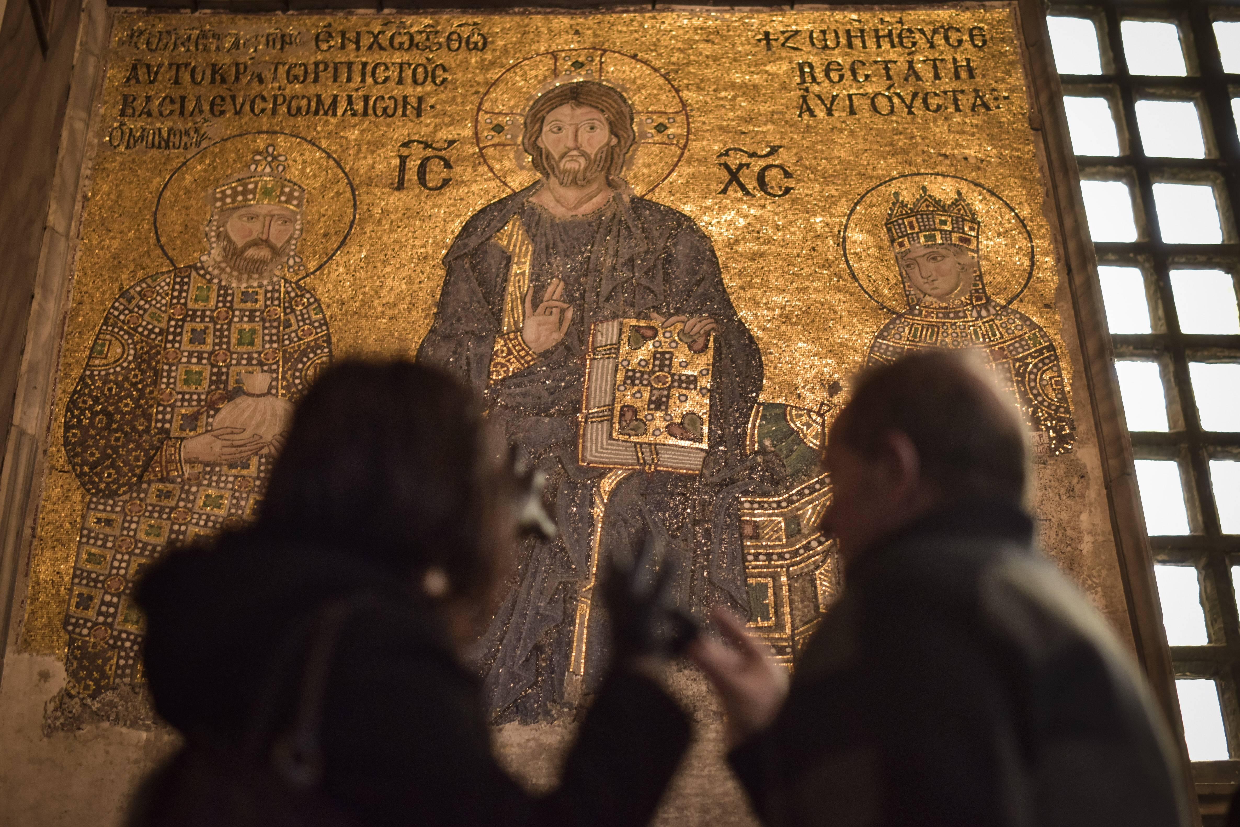 Император Константин Мономах иимператрица Зоя. Поклонение Христу
