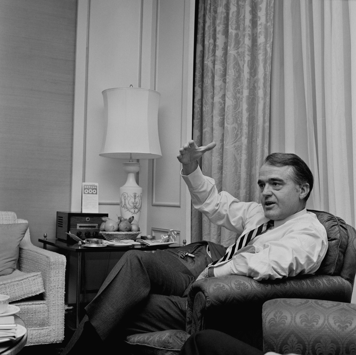 American president of the Motion Picture Association of America Jack Valenti (1921 - 2007), UK, 17th December 1968. Фото: Evening Standard/Hulton Archive/Getty Images