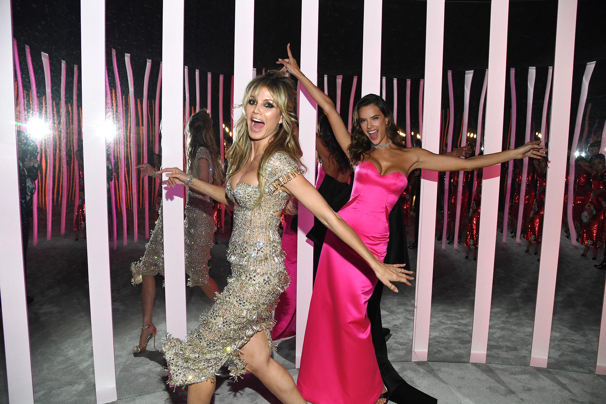 Супермодели Хайди Клум иАлессандра Амбросио навечеринке Vanity Fair