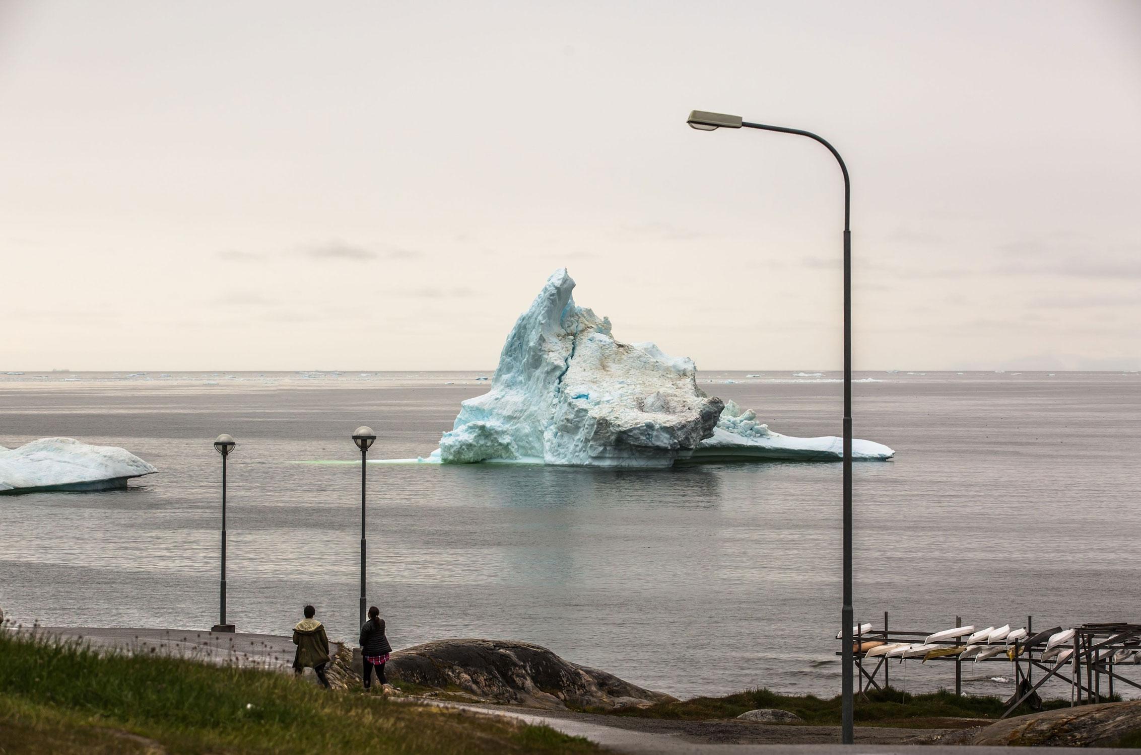 Илулиссат назападном побережье Гренландии, в250 км ксеверу отСеверного полярного круга, находится недалеко отЛедового фьорда — морского устья ледника Якобсхавн, включенного вСписок объектов всемирного наследия с2004 года. Илулиссат, столица муниципалитета Каасуитсуп, — третий повеличине город вГренландии. Рыбный порт имеет важное значение дляэкономической деятельности города. 26 июня 2016 года