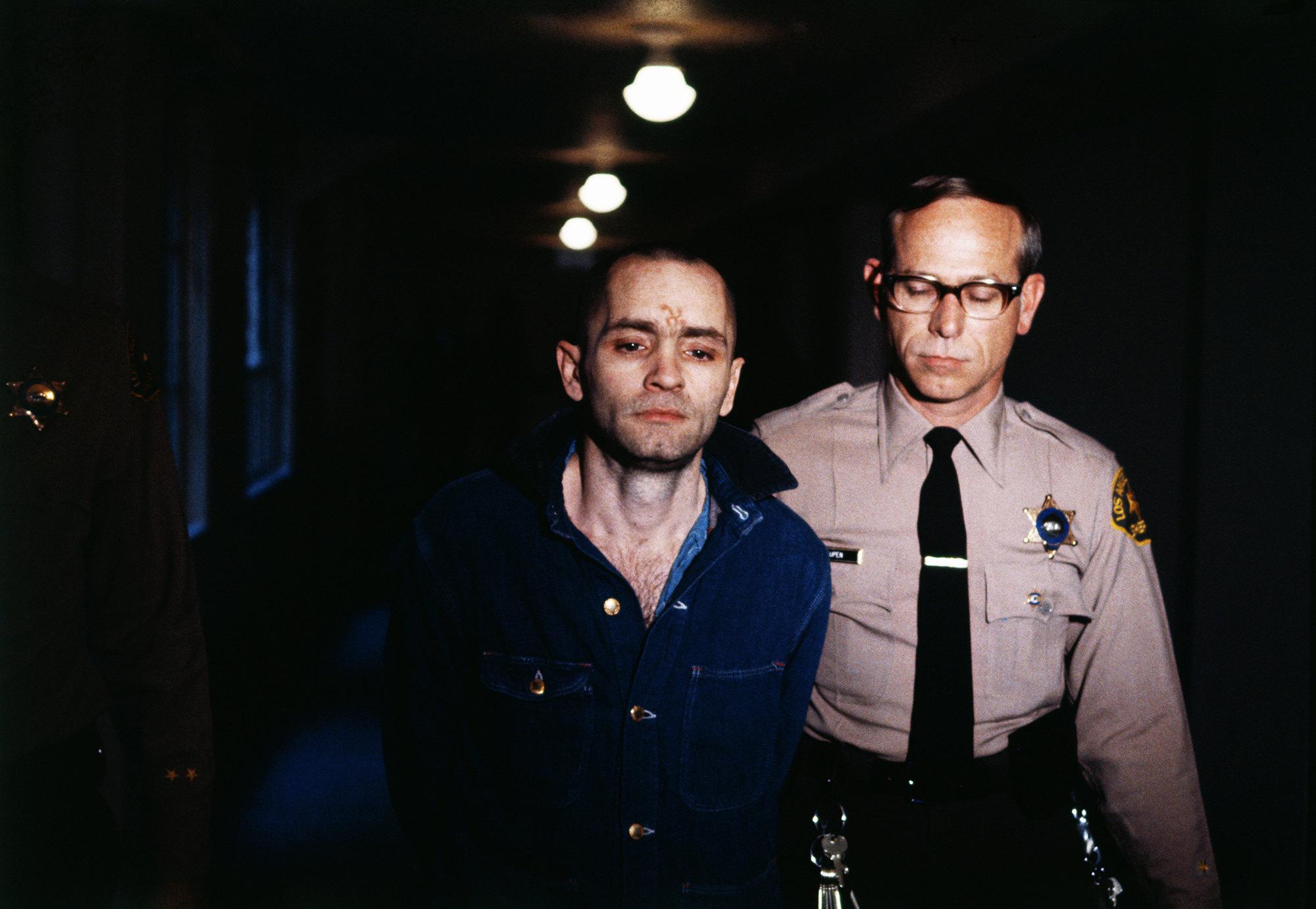 """Мэнсон во время слушания вВерховном суде, Лос-Анджелес, 1970 г. """"Я ни очем нежалею"""", ‒ заявил он."""