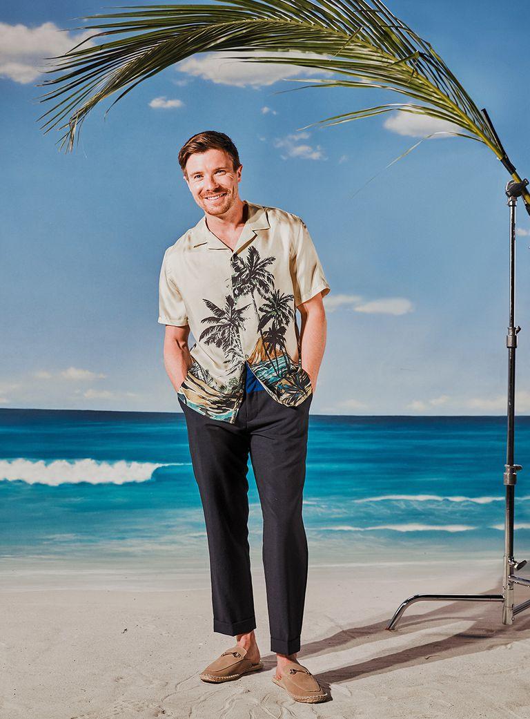 Рубашка, Kooples; брюки, Tommy Hilfiger; туфли, Asos