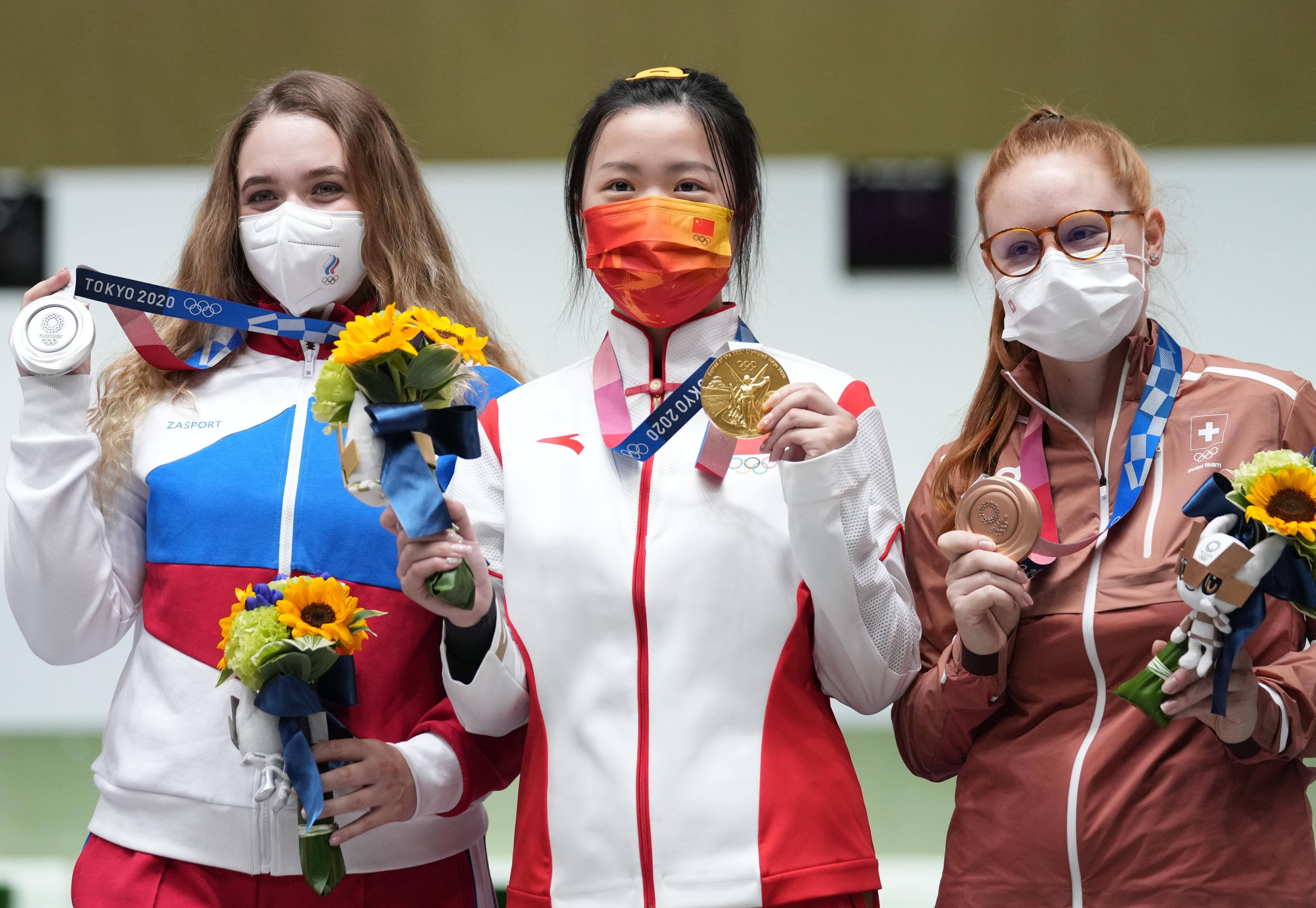 Анастасия Галашина, Цянь Ян, Нина Кристен (слева направо)