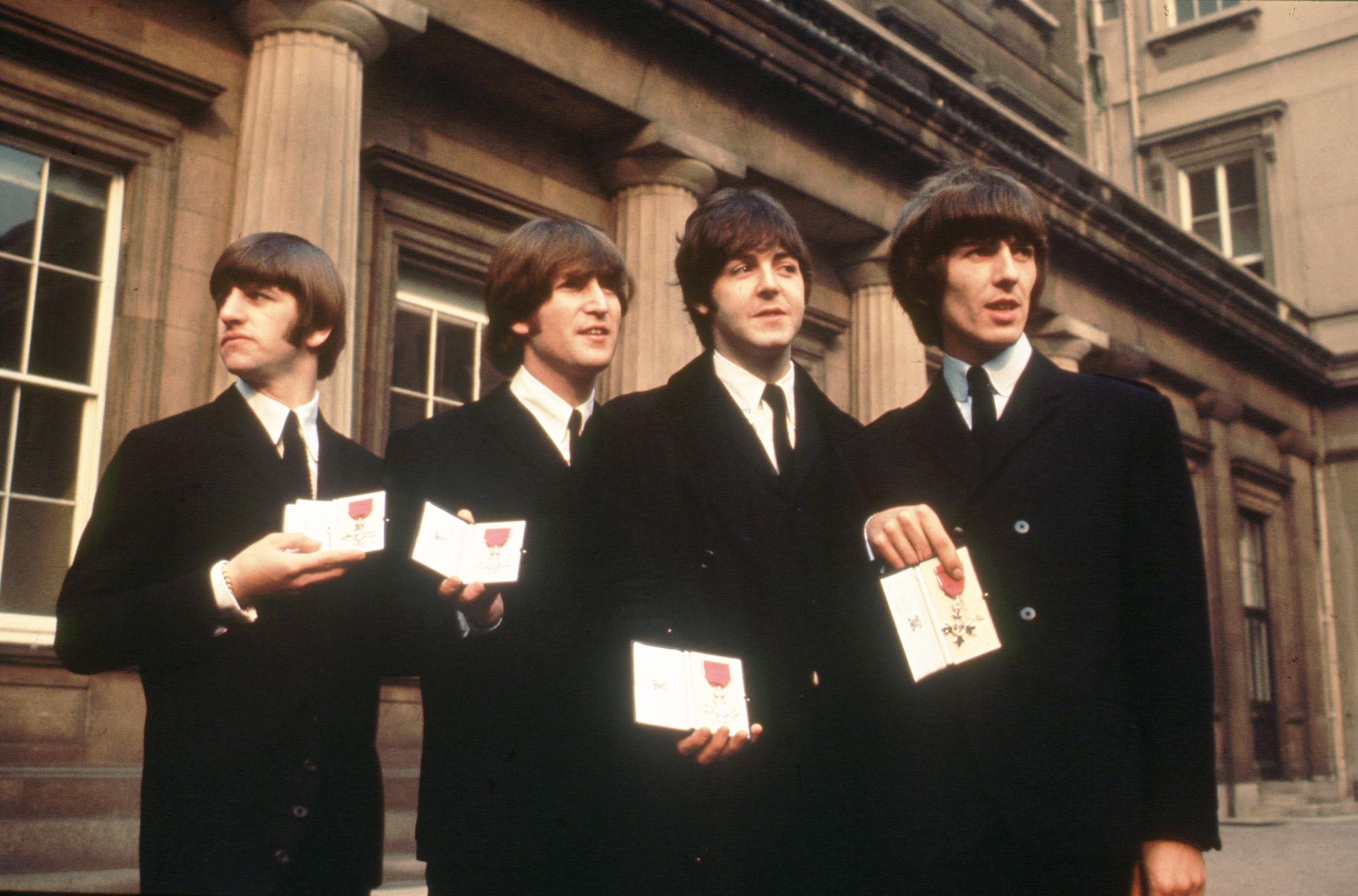 The Beatles получили Орден Британской империи