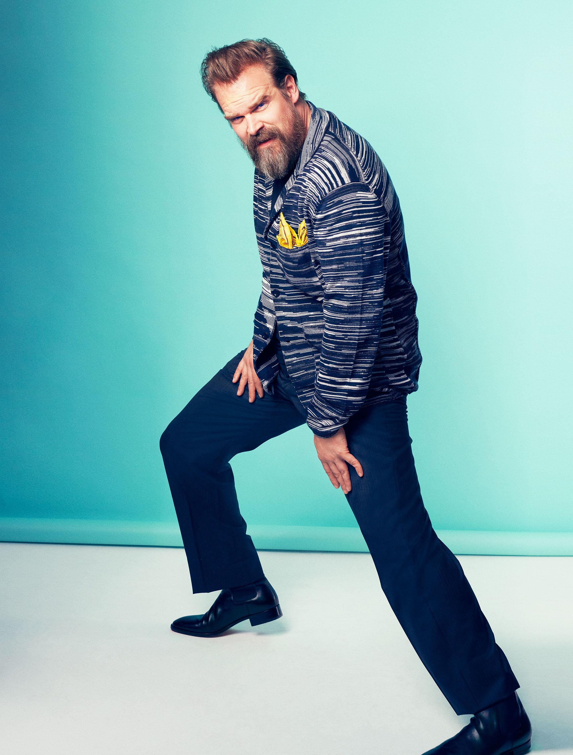 "Пиджак, Missoni;  < br> футболка, Jockey; <br> брюки, Giorgio Armani; <br> ботинки, Christian Louboutin; <br> платок паше, Gucci"" title="