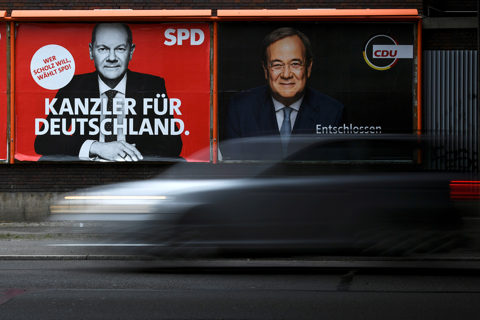 An election campaign billboard, featuring the top candidates for chancellor, Social Democratic Party's (SPD) Olaf Scholz and Christian Democratic Union's (CDU) Armin Laschet, is pictured on a street in Berlin, Germany, September 23, 2021. REUTERS/Annegret Hilse