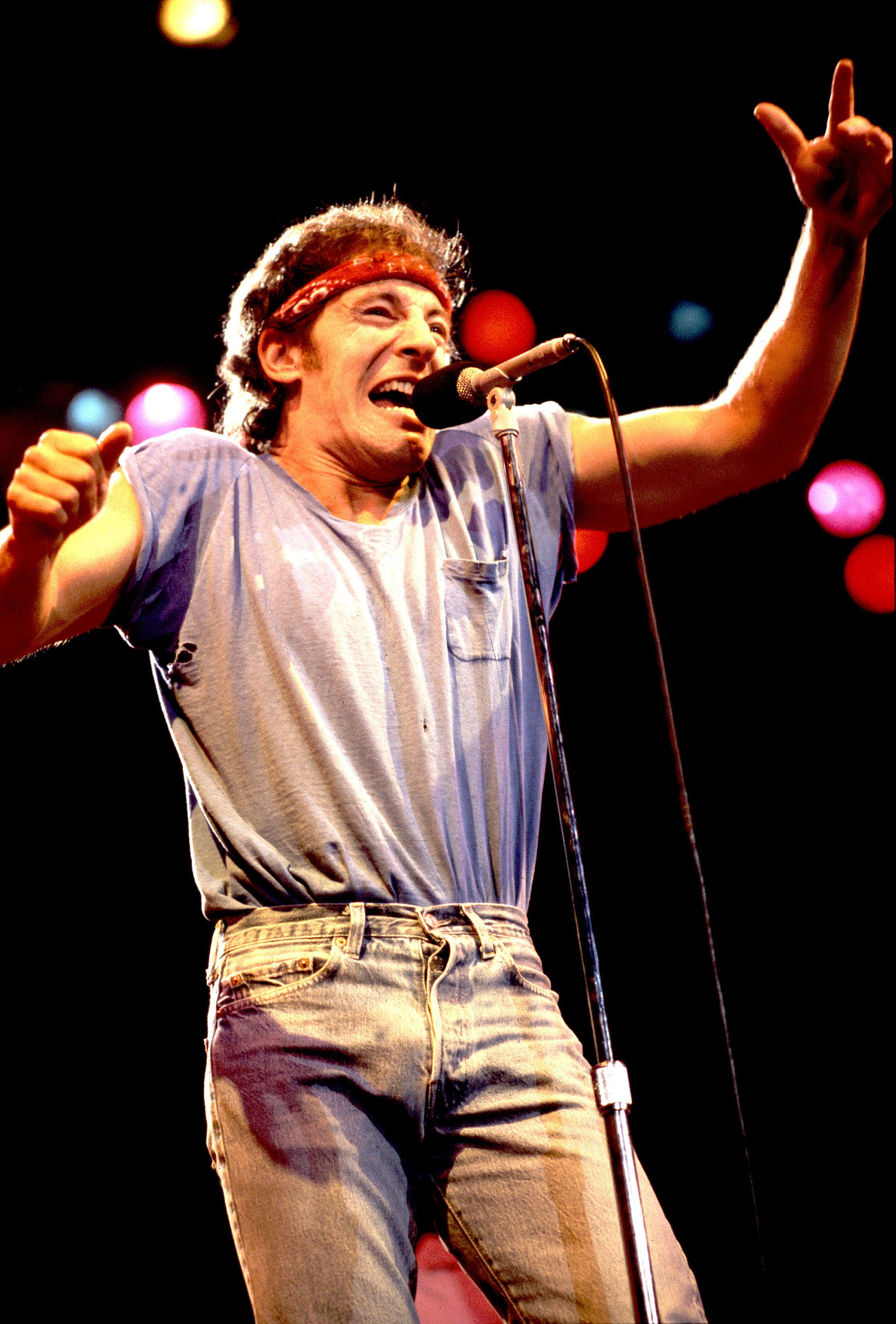 Брюс Спрингстин наодном изконцертов в1984 году