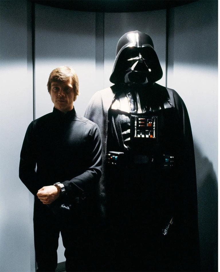 «Возвращение джедая» (1983): Дарт Вейдер (Дэвид Проуз) привез Люка Скайуокера (Марк Хэмилл) наЗвезду смерти заего противостояние Императору.