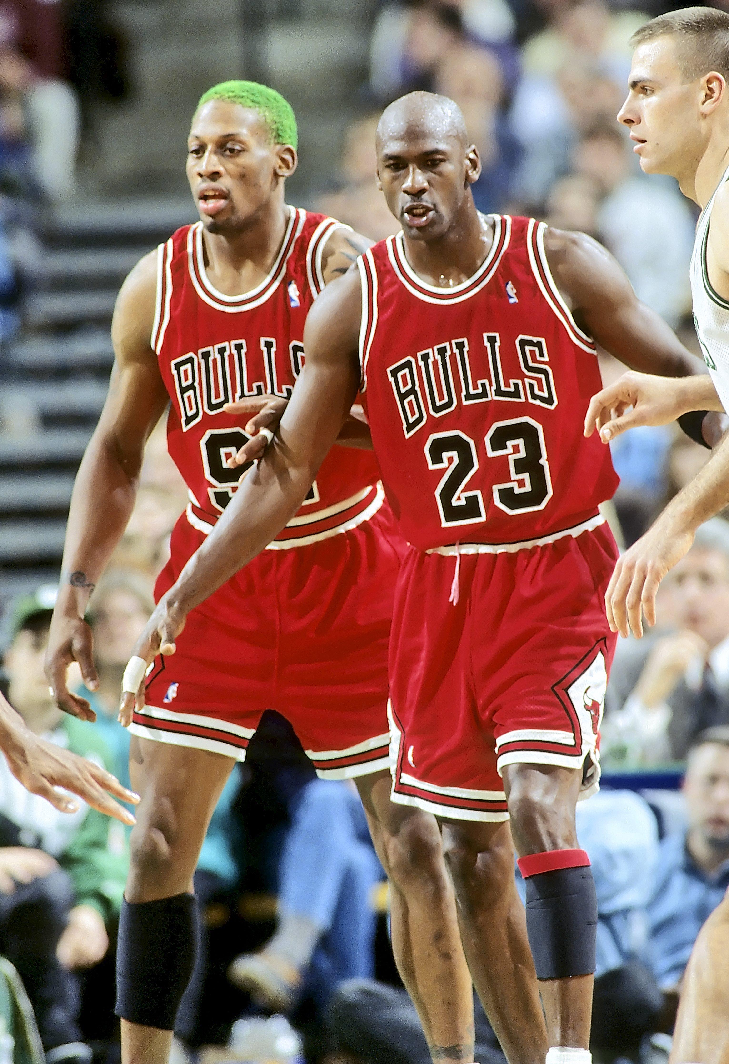 Деннис Родман (слева) и Майкл Джордан, 1996 год