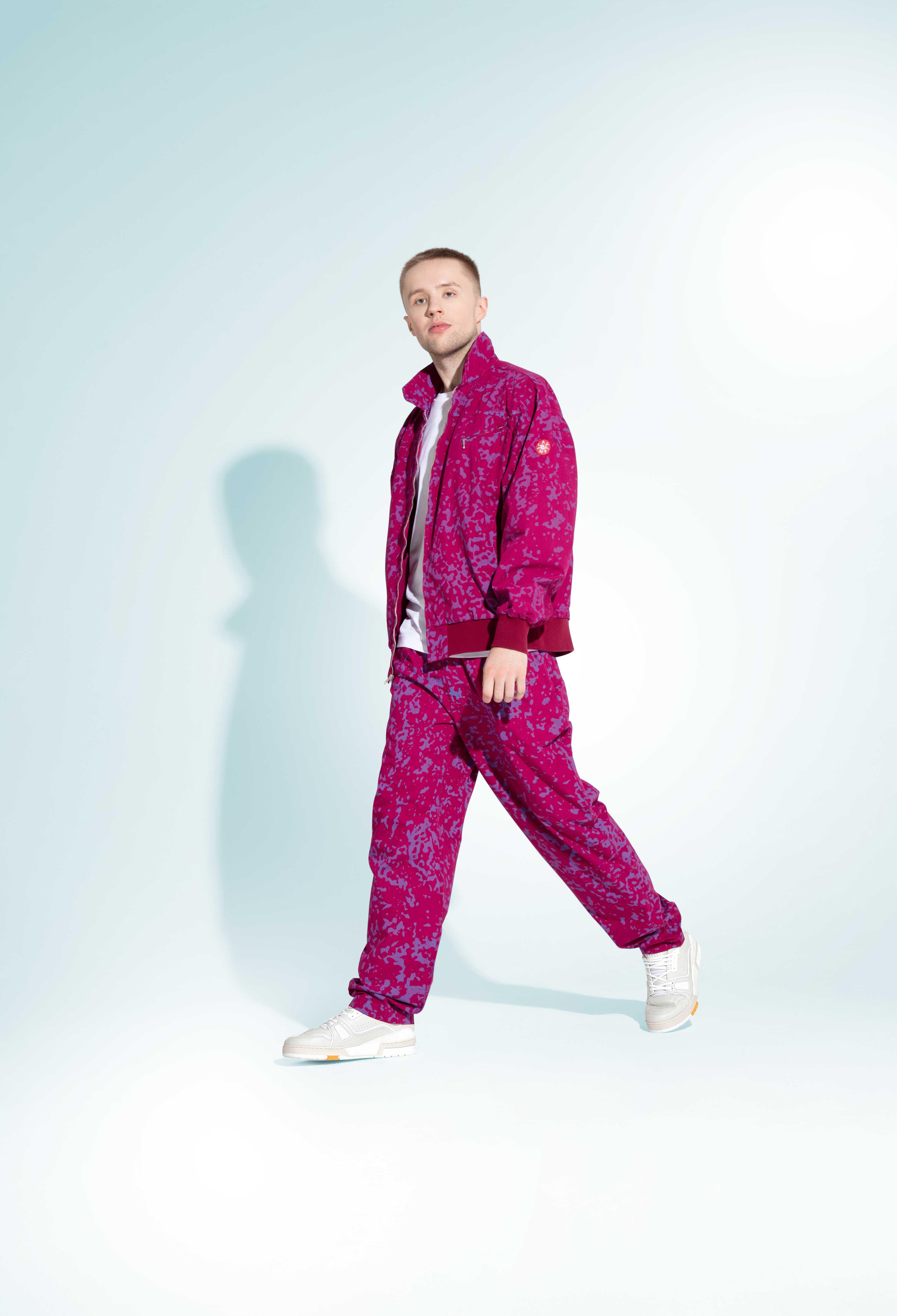 Куртка ибрюки, Cav Empt; футболка Dries Van Noten; кроссовки Louis Vuitton