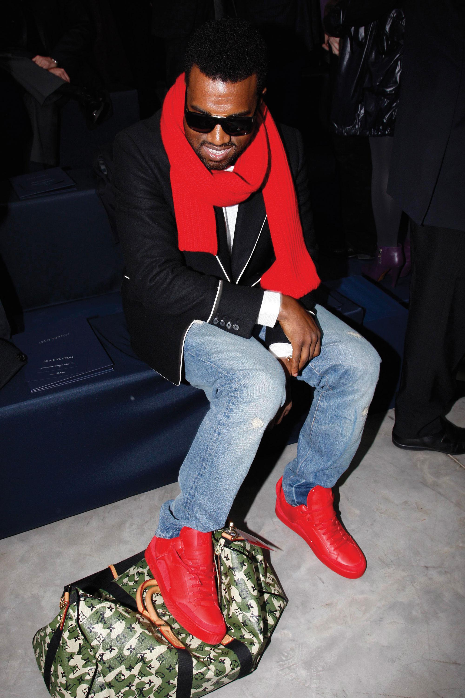 Канье Уэст напоказе Louis Vuitton в2009 году вкроссовках бренда — еще дотого, как начал сотрудничать сadidas.