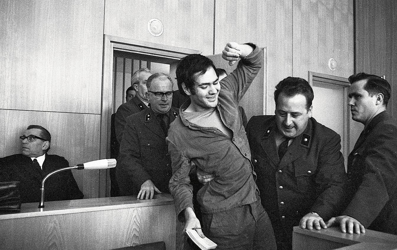 «Старая свинья» и«фашистская задница» —Андреас Баадер отказывался называть судей по‑другому