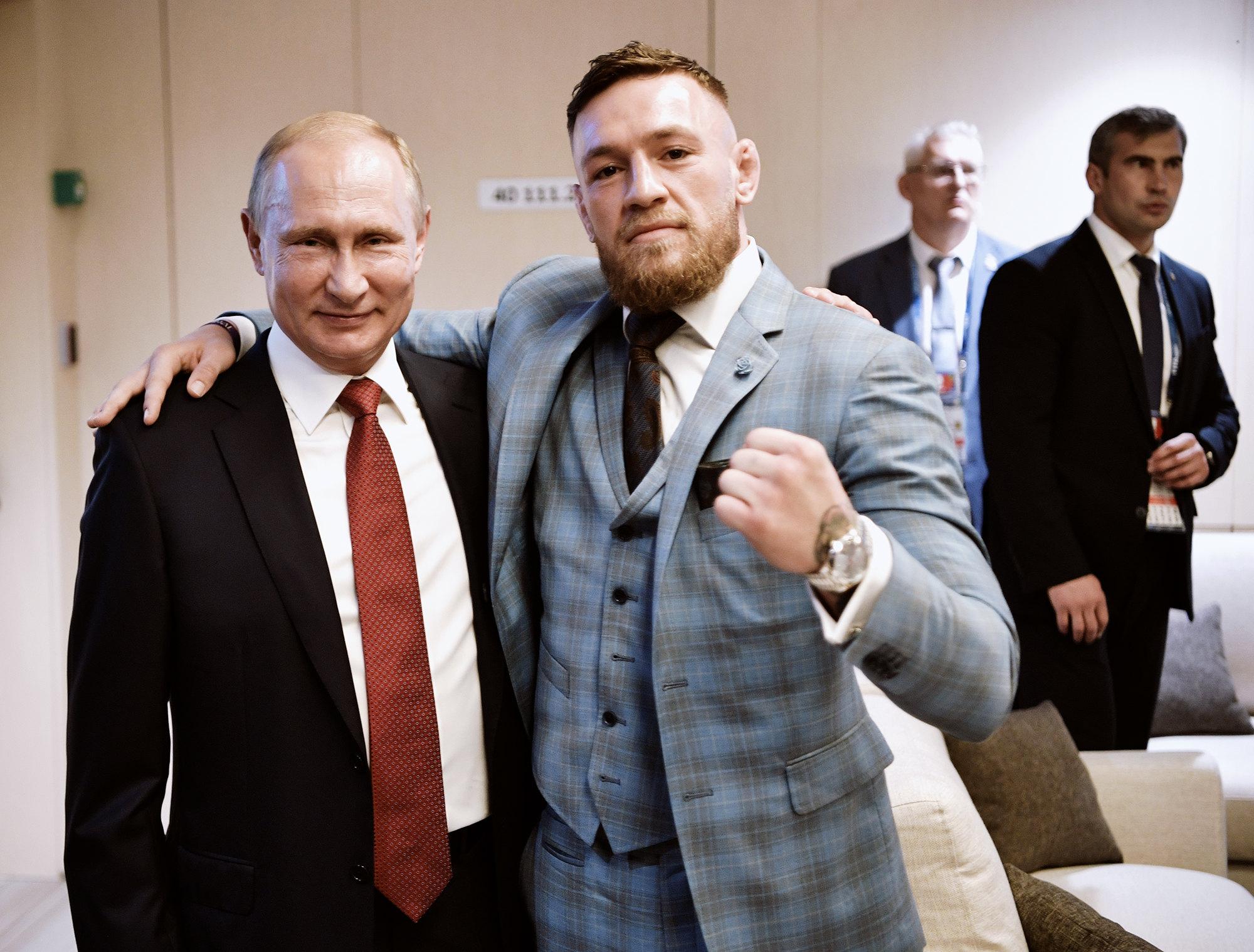 Конор Макгрегор иВладимир Путин во время матча между Францией иХорватией вфинале чемпионата мира пофутболу, 2018 год, Москва