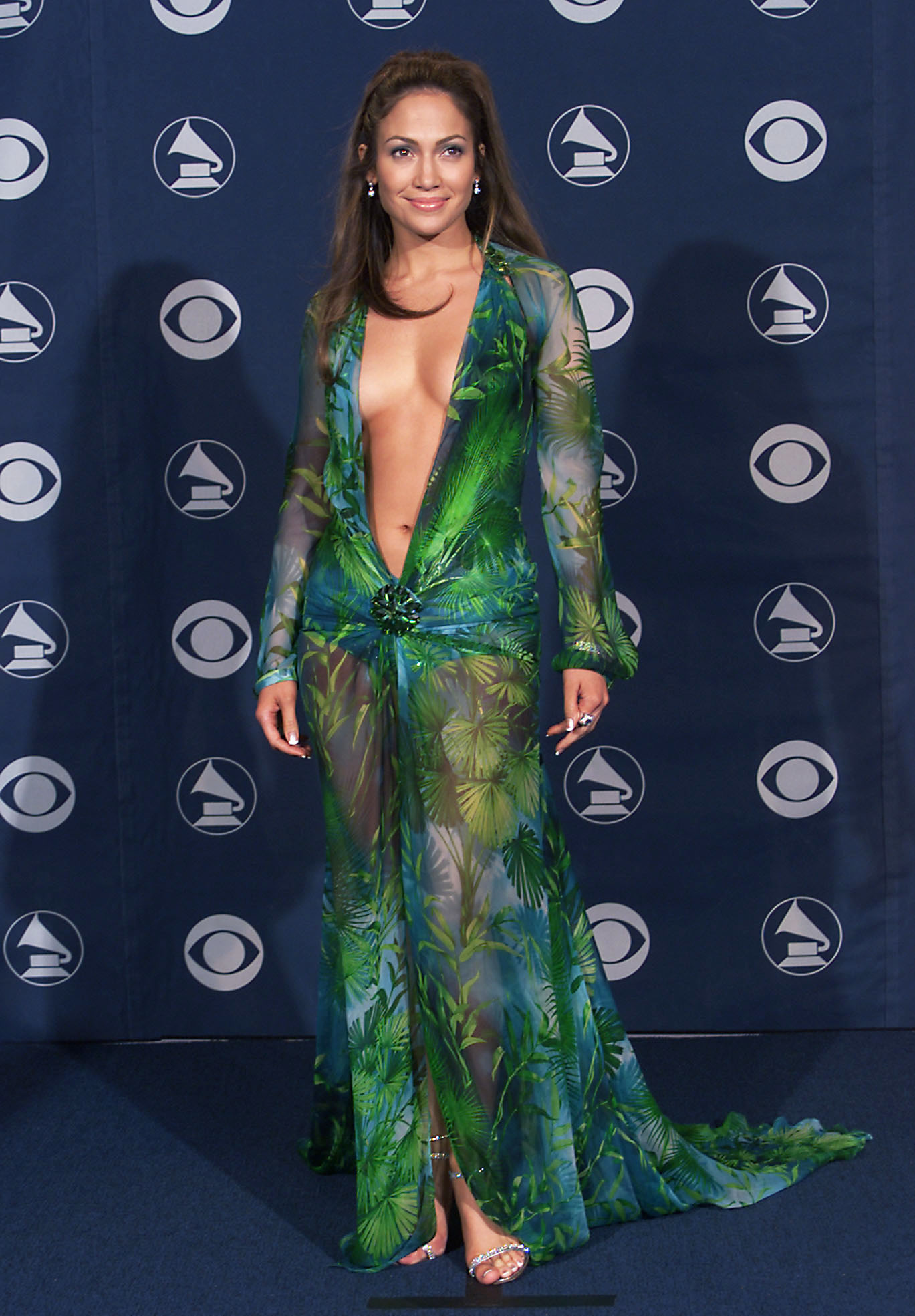 Дженнифер Лопез в платье Versace at the 42nd Grammy Awards held in Los Angeles, CA on February 23, 2000