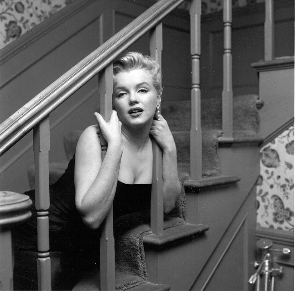 Мэрилин Монро навечеринке всвоем доме вЛос-Анджелесе, штат Калифорния, 3 марта 1956 года