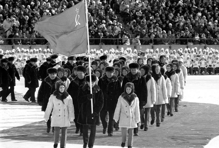 Советская делегация нацеремонии открытия Олимпийских игр вСаппоро, 1972 год.