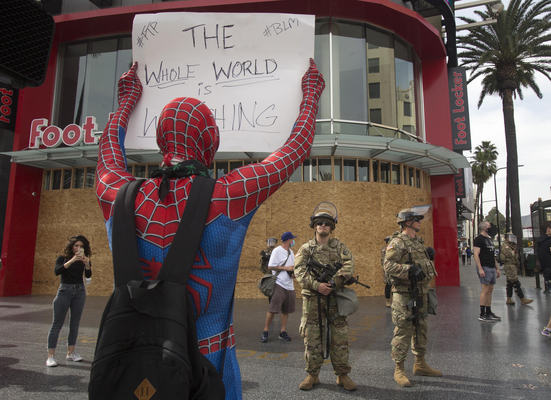 Человек-паук вЛос-Анджелесе, 2 июня
