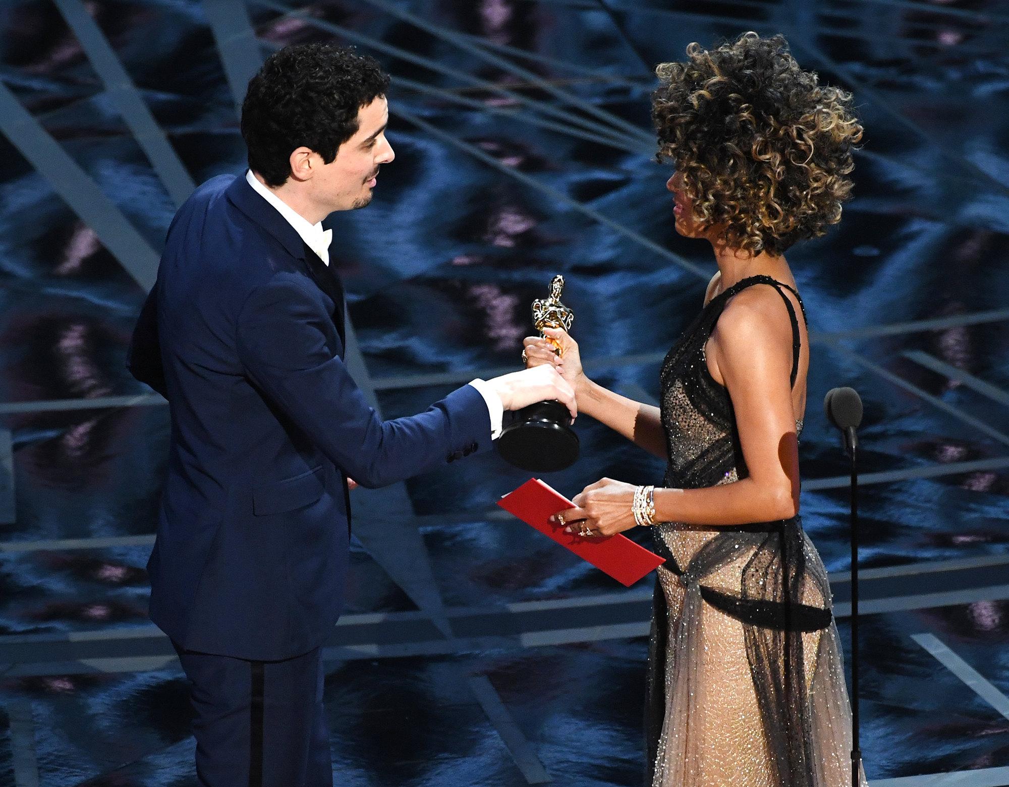 Дэмьен Шазелл получает «Оскар» как лучший режиссер, 2017 год