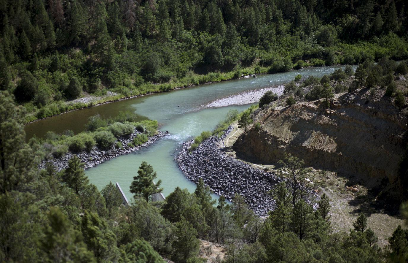 Слияние теплых вод Рио-Чамы схолодным итемным потоком Виллоу-Крик. Конуэй уверен, что это одно измест, которое Форрест Фэнн зашифровал всвоем стихотворении сподсказками длякладоискателей.