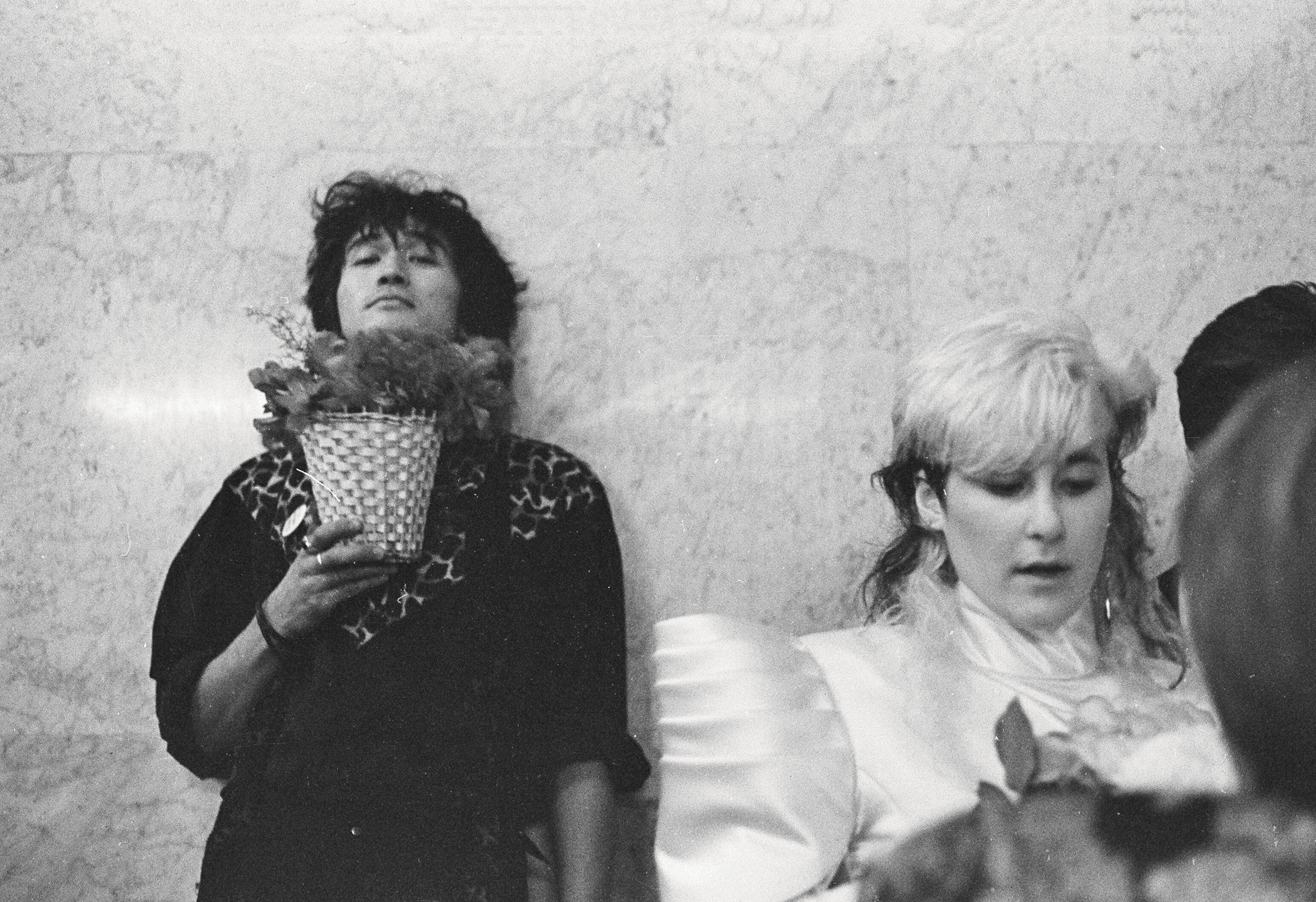 Виктор Цой иДжоанна Стингрей насвадьбе Джоанны Стингрей иЮрия Каспаряна, Ленинград, 2 ноября 1987 г.