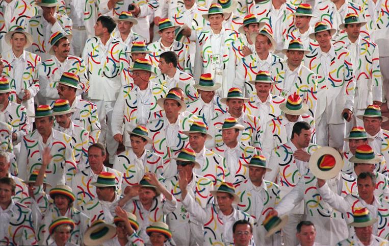 Российская сборная нацеремонии открытия летних Игр вАтланте, 1996 год.