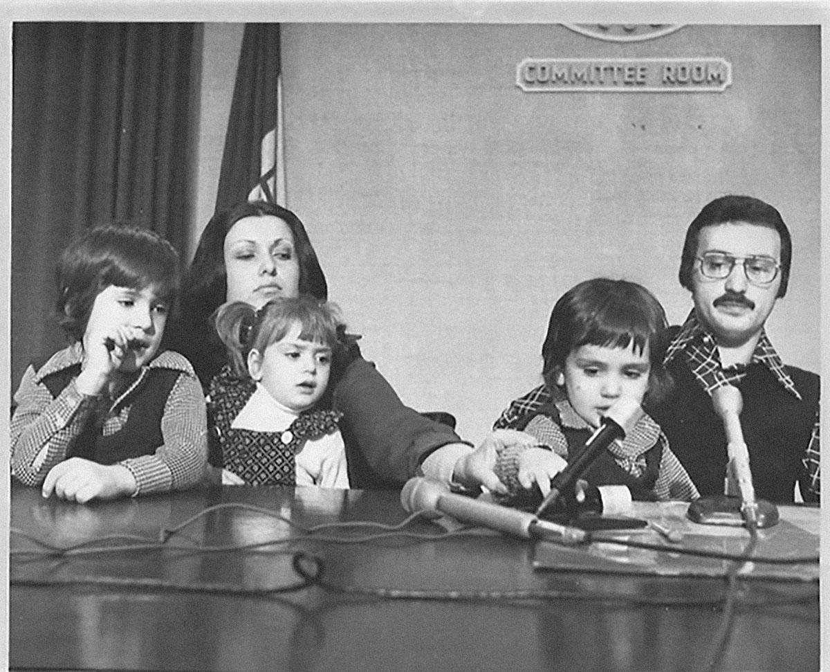 Энтони (слева) иДжо Руссо со своей сестрой Габриелой иродителями вКливленде, штат Огайо