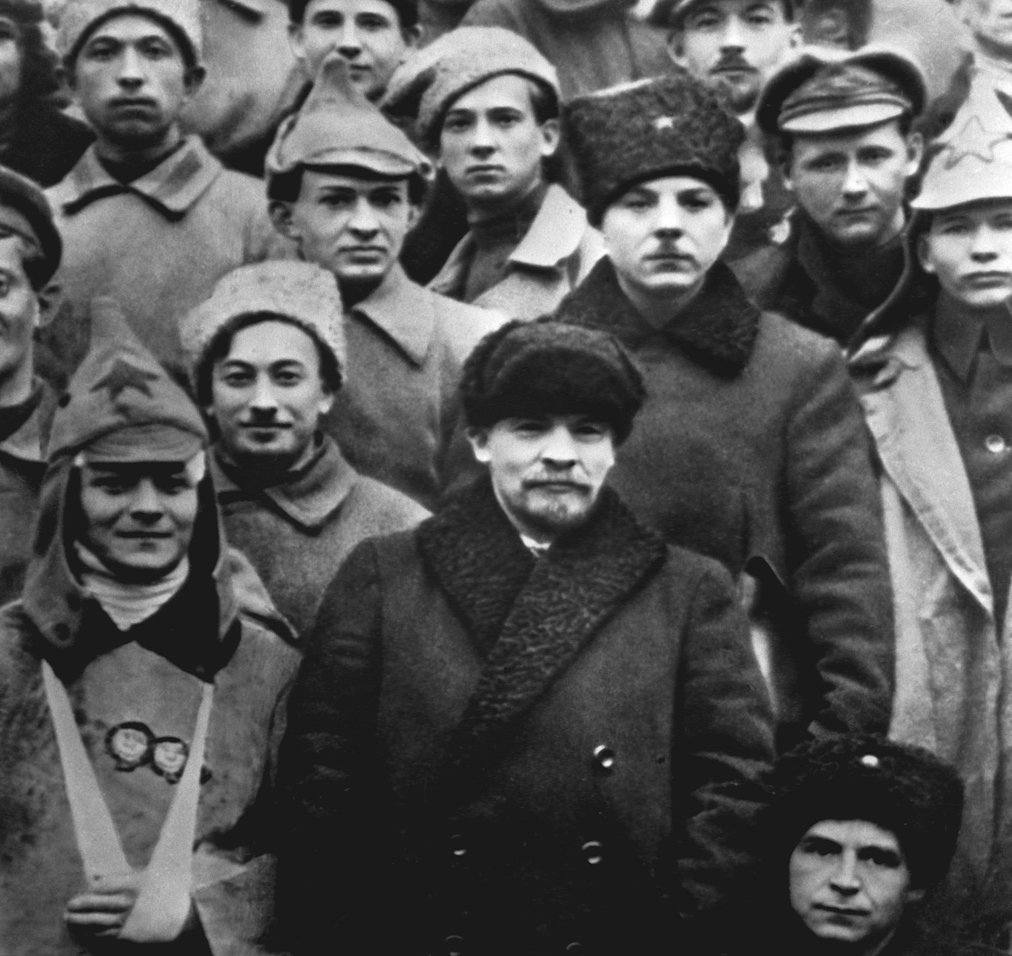 Владимир Ленин ивоеначальник Климент Ворошилов среди участников подавления Кронштадтского мятежа
