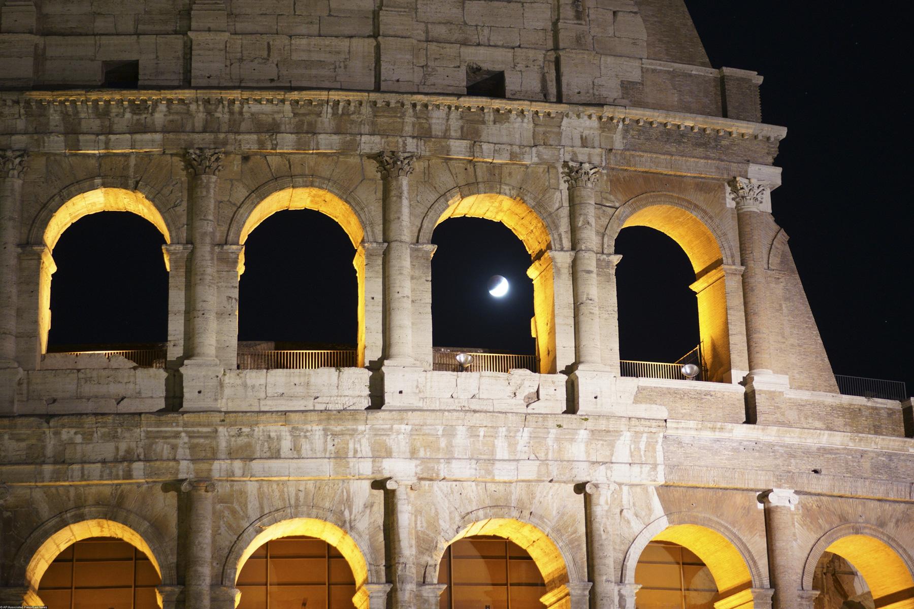 Частичное лунное затмение вРиме.