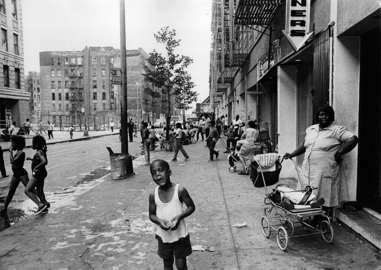 Harlem StreetA street scene in Harlem, New York City. КРЕДИТ