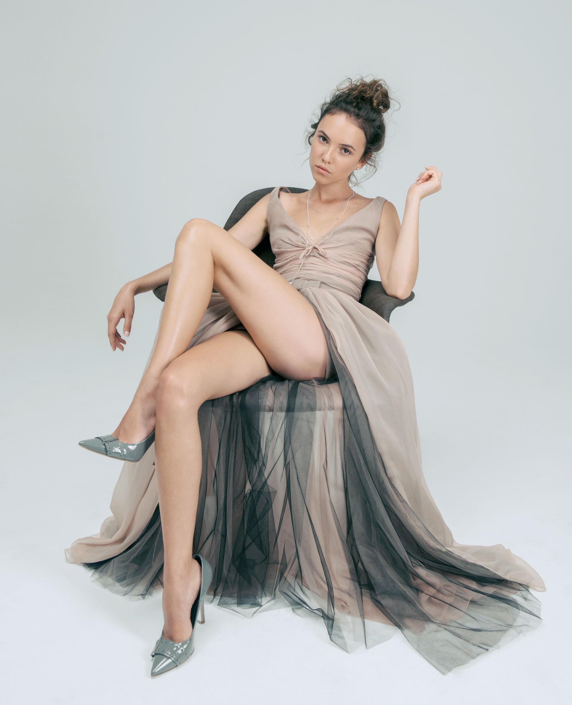Комбинезон июбка, Dior;  серьги, цепочка иподвески,все Pandora