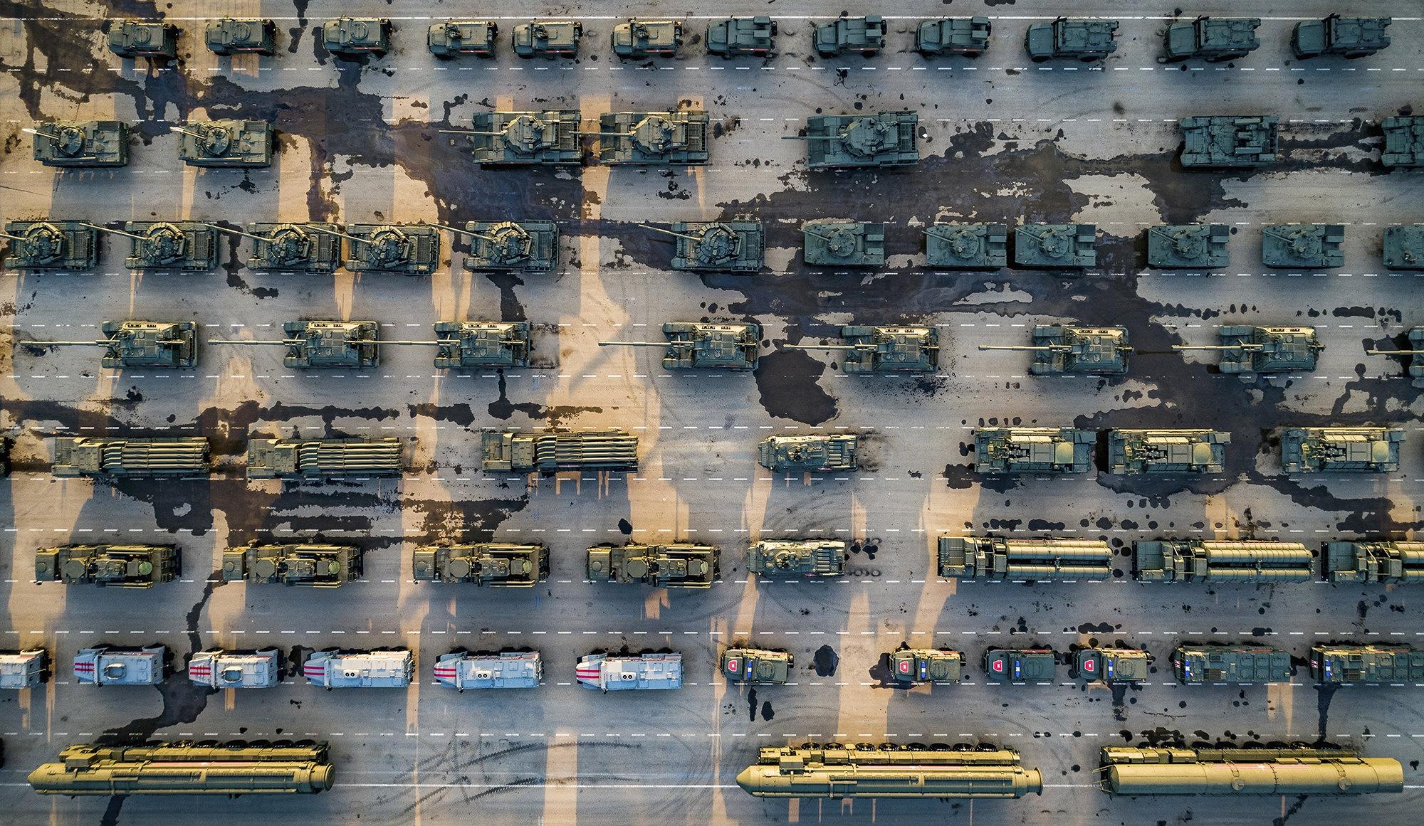 Припаркованная военная техника, которую использовали во время парада вДень Победы, посвященный 74-й годовщине победы во Второй мировой войне вМоскве. 6 мая 2019 года.