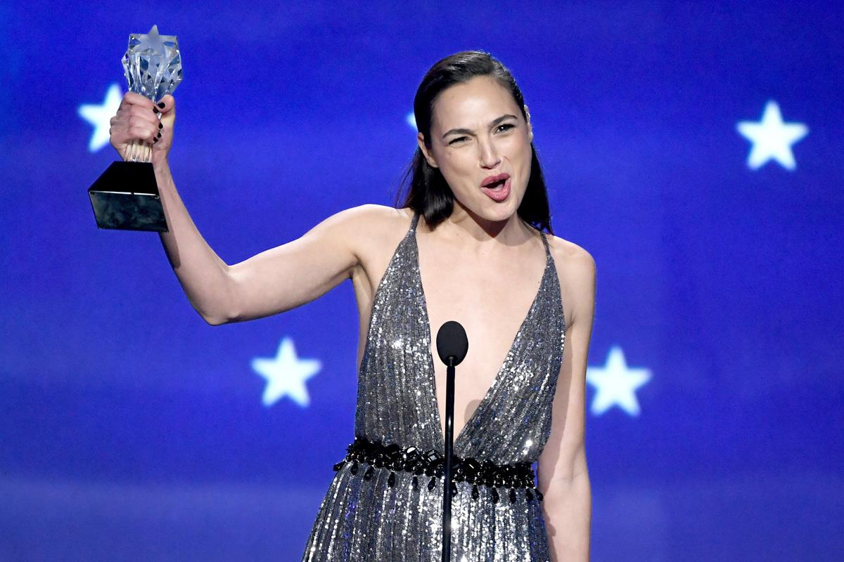 Галь Гадот получает награду SeeHer заработу вфильме «Чудо-женщина»