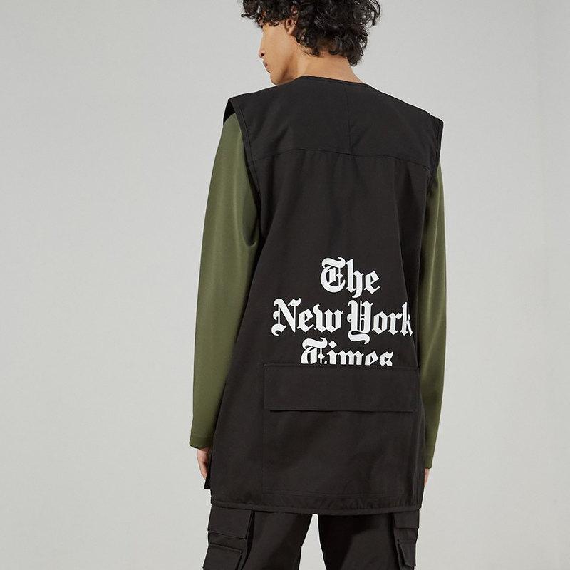 Жилет Études x New York Times, 69 169 рублей
