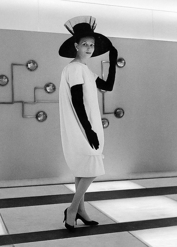 Модель вплатье-коконе Givenchy, 1960-е