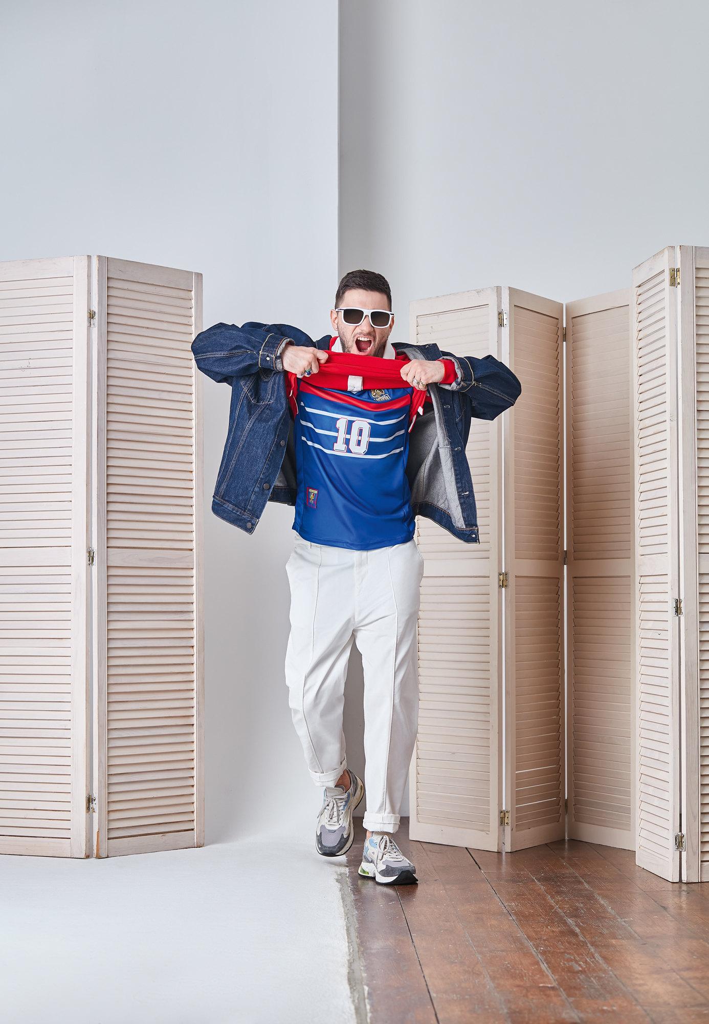 Очки Armani Exchange Джинсовая куртка Levi'sПоло GucciДжерси, собственность АлександраБрюки Brunello CucinelliКроссовки Premiata