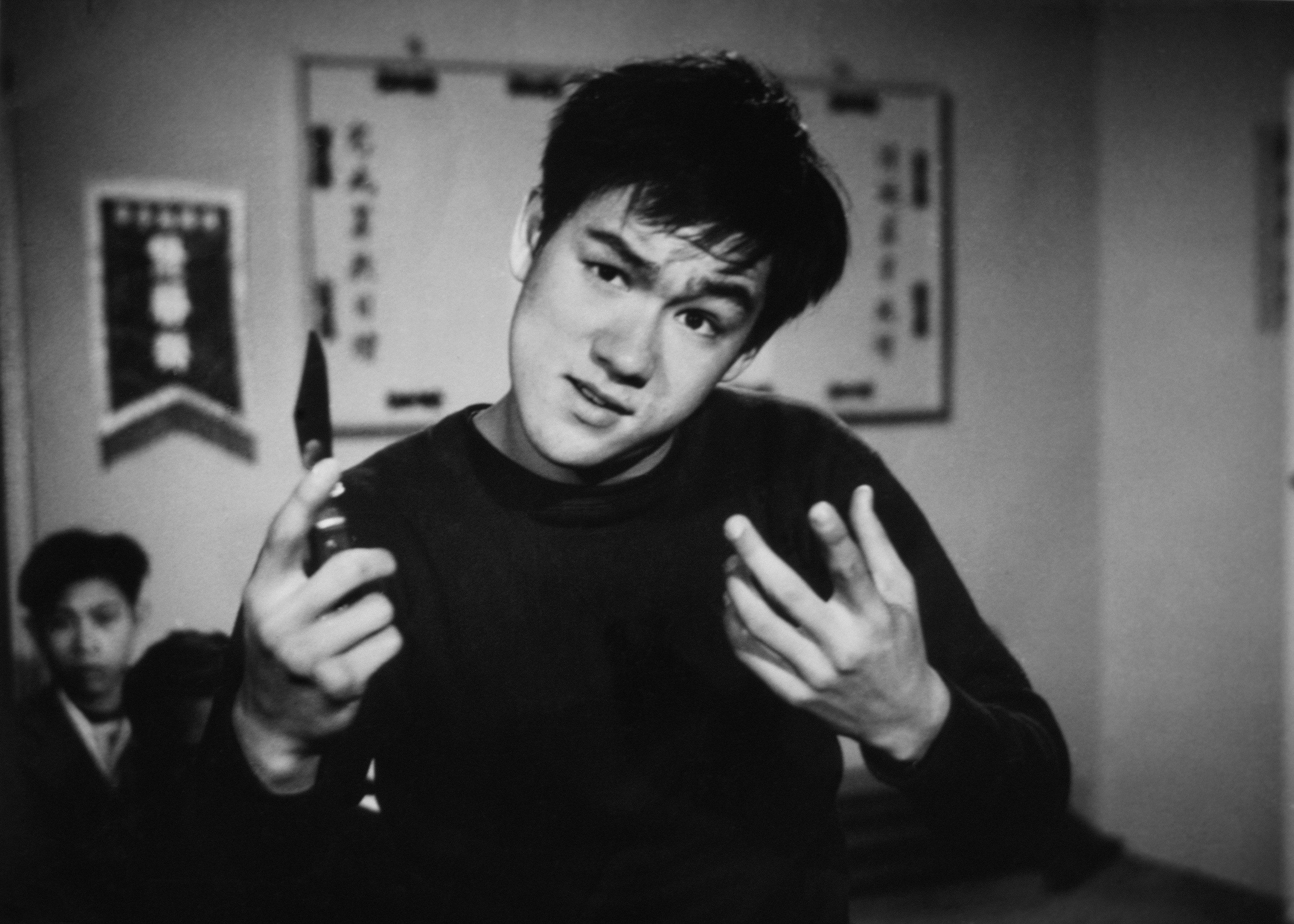 Одна изранних телевизионных ролей Брюса Ли, где он играет