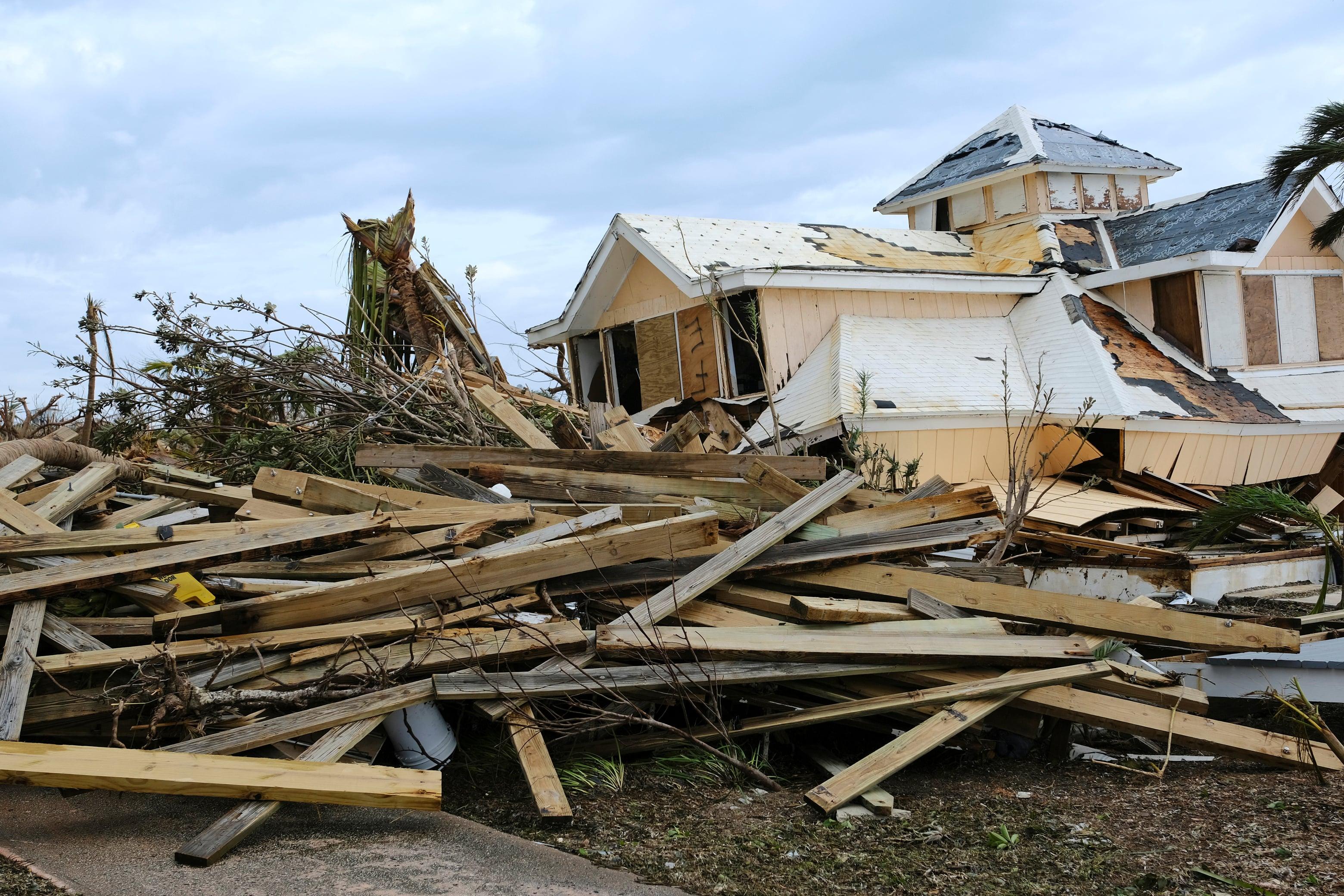 Разрушенные дома вМарш Харбор.